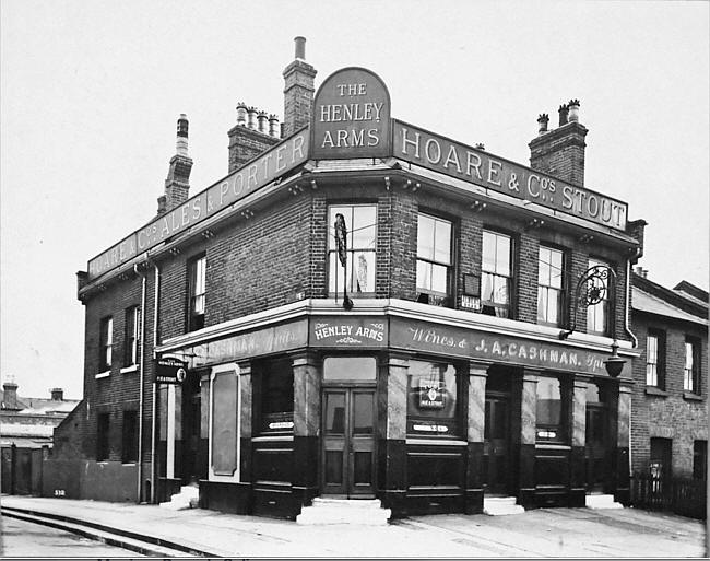 Henley Arms, viewed from Albert Road, c.1940, taken by Vincent O'Loughlin.